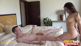 FAKEhub Originals barare sesso con amiche italiano giovane sorella