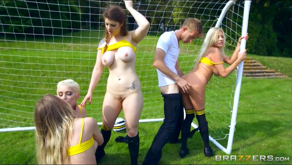 Sesso di gruppo con le ragazze calciatore