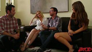 Le coppie calde si incontrano per il sesso scambista