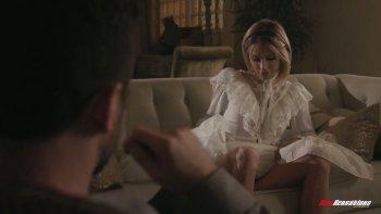 La romantica e sexy fidanzata Emma Hix è fottuta a pecorina e cavalca un cazzo.