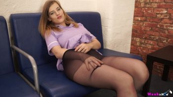 Lottii Rose è una dolce ragazza che ama tirare giù le mutandine e solleticare il clitoride.