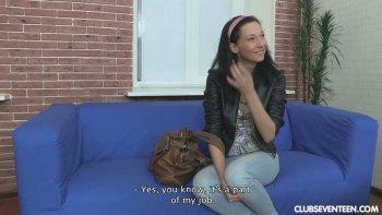 Raccolto per strada Kira C è pronto a fare un video per adulti con il produttore.